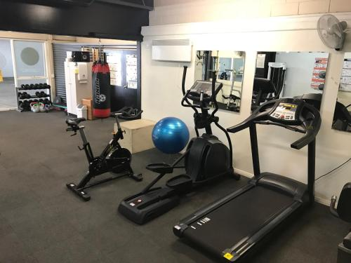 The fitness center and/or fitness facilities at Rydges Horizons Snowy Mountains