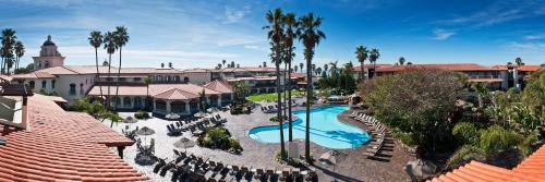 A view of the pool at Embassy Suites Mandalay Beach - Hotel & Resort or nearby