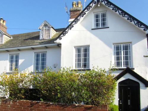 24 Victoria Road, Devon