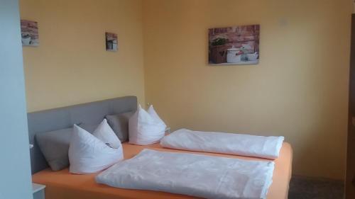 Кровать или кровати в номере Hotel Sonnenhof