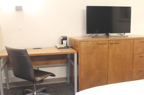 A television and/or entertainment center at Good Nite Inn Redwood City