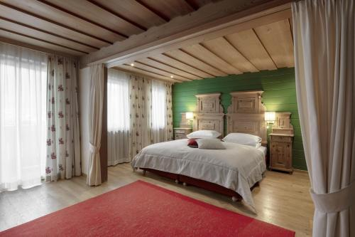 A bed or beds in a room at Hotel La Perla: The Leading Hotels of the World