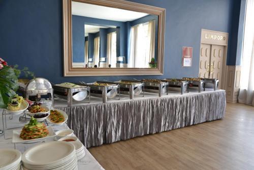 Cresta Jameson Hotelにあるレストランまたは飲食店