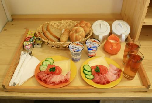 Breakfast options available to guests at Hotel Barbakan