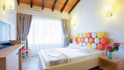 Ένα ή περισσότερα κρεβάτια σε δωμάτιο στο Michelangelo Resort