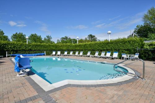 The swimming pool at or near Bar Harbor Motel