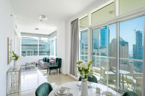 A restaurant or other place to eat at LUX - The Dubai Marina Sea View Suite