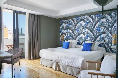 A bed or beds in a room at Vincci Selección Posada del Patio