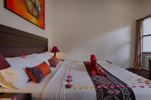 A bed or beds in a room at Black Penny Villas