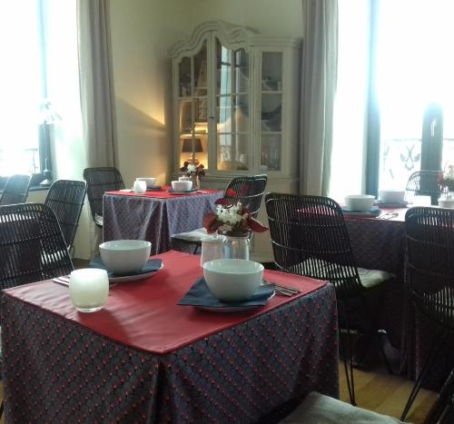 A restaurant or other place to eat at Villa Pen Prad