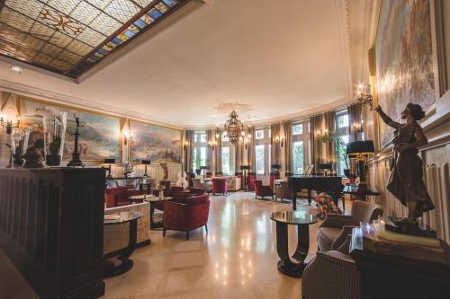 Un restaurante o sitio para comer en Hotel de la Cité & Spa MGallery