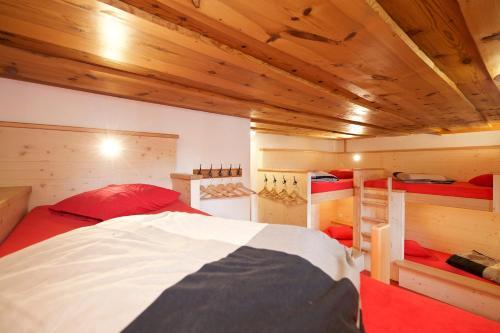 Een bed of bedden in een kamer bij Hotel Bahnhof