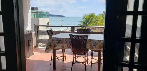 A balcony or terrace at Apartamento com Vista ao Mar