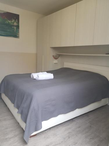 A bed or beds in a room at Hotel Riviera Sanremo