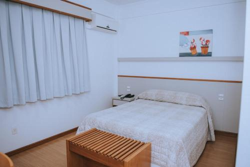 A bed or beds in a room at Alphaville Hotel