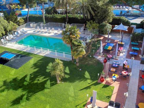 Vista de la piscina de Novotel Nice Aéroport Cap 3000 o alrededores