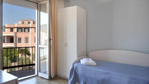 A bed or beds in a room at Hotel Al Gabbiano