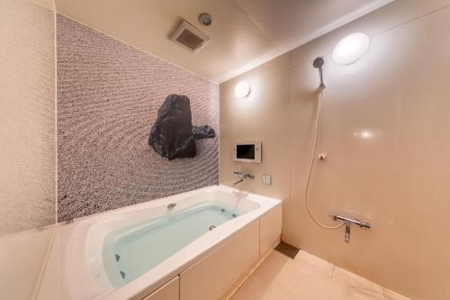 A bathroom at Hotel & Spa Lotus (Adult Only)