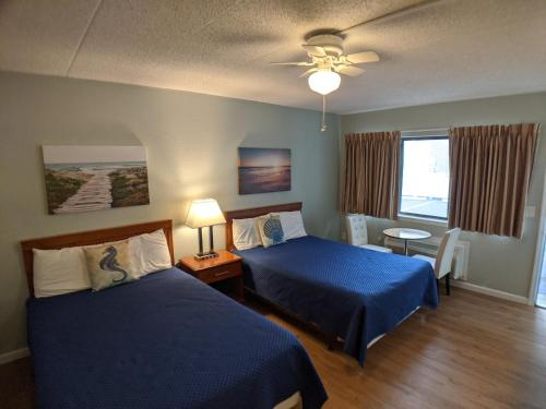 A bed or beds in a room at Sand Pebble Motor Lodge