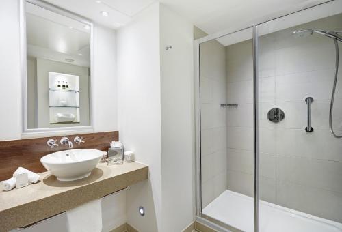 A bathroom at Staybridge Suites Newcastle