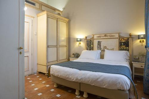 En eller flere senge i et værelse på Hotel Donatello