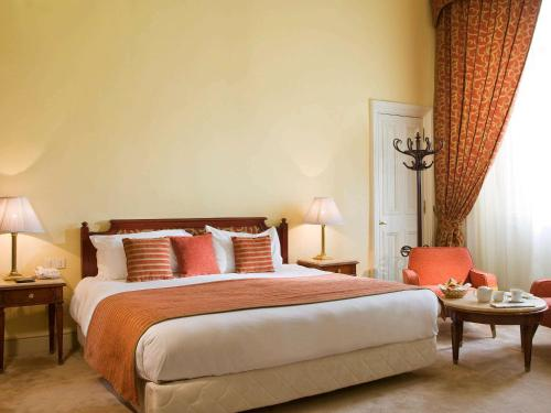 A bed or beds in a room at Sofitel Winter Palace Luxor