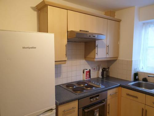2 bed apartment B70 off M6 with free parking