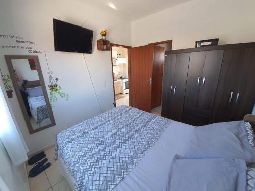 A bed or beds in a room at Apartamento próximo ao Aeroporto de Florianópolis.