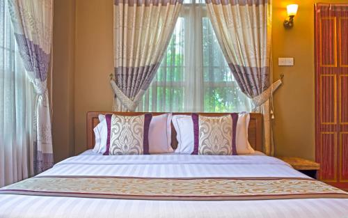 A bed or beds in a room at Cinderella Hotel