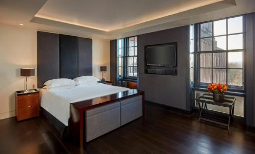A bed or beds in a room at Grosvenor House Suites by Jumeirah Living