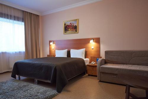 Кровать или кровати в номере Актив-Отель Искра