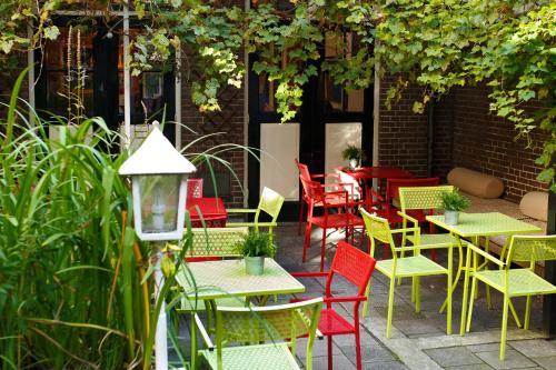 Um restaurante ou outro lugar para comer em Shelter City Christian Hostel