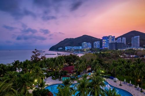 Вид на бассейн в Sunshine Resort Intime Sanya или окрестностях