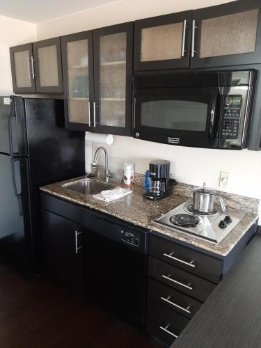 A kitchen or kitchenette at Candlewood Suites Aurora-Naperville