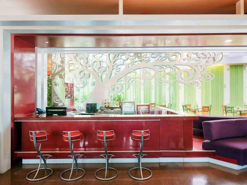 The lounge or bar area at Ibis Styles Bali Denpasar