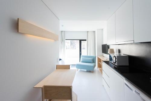 A kitchen or kitchenette at I Loft Porto