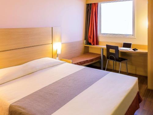 Cama ou camas em um quarto em Ibis Mossoró