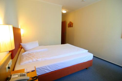 Ein Bett oder Betten in einem Zimmer der Unterkunft Residenz - Businesshotel