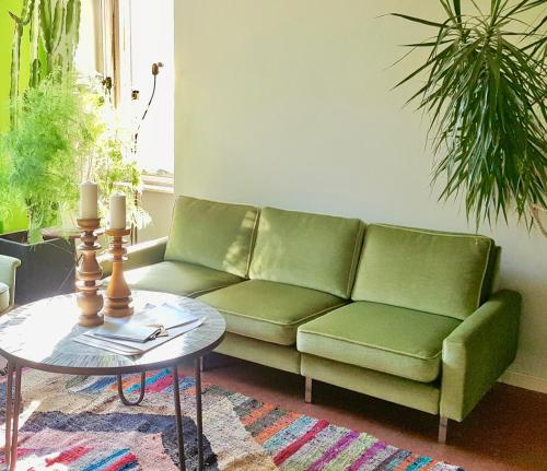 A seating area at annabanana Hostel