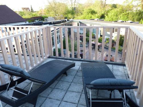 A balcony or terrace at Pension Even Buiten