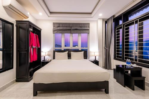 A bed or beds in a room at Flamingo Villa Hoi An