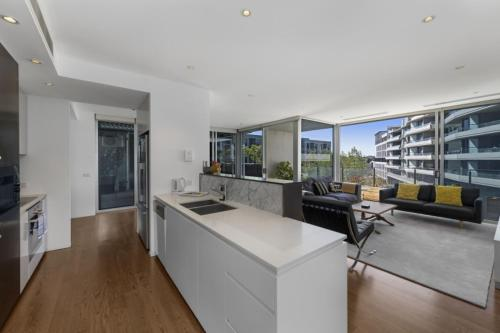 A kitchen or kitchenette at Accommodate Canberra - Realm Residences