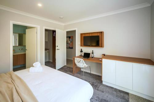 A bed or beds in a room at Clarinda Street Apartments