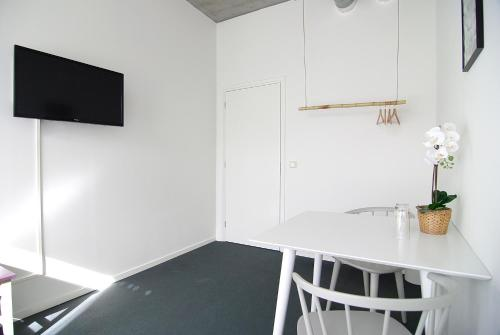 A television and/or entertainment center at Stunning apartments close to Amstel river