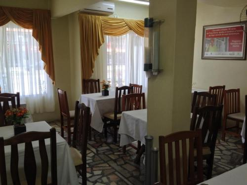 A restaurant or other place to eat at Hotel Linhares