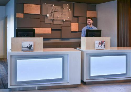 The lobby or reception area at Holiday Inn Express & Suites - Madisonville