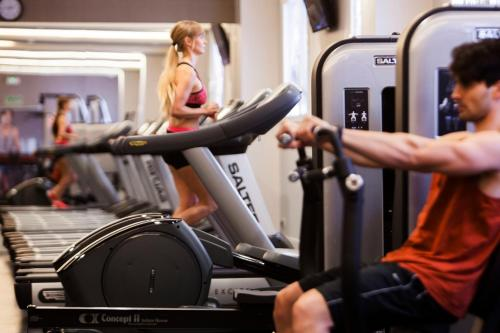 The fitness center and/or fitness facilities at Madrid Marriott Auditorium Hotel & Conference Center