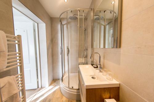 Een badkamer bij Hotel-Restaurant de Boer'nkinkel