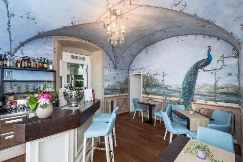 Ein Restaurant oder anderes Speiselokal in der Unterkunft Boutique & Business Hotel La Tureta