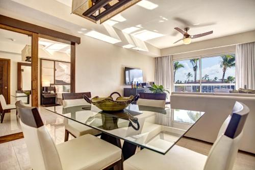 A restaurant or other place to eat at Royalton Punta Cana Resort and Casino - All Inclusive